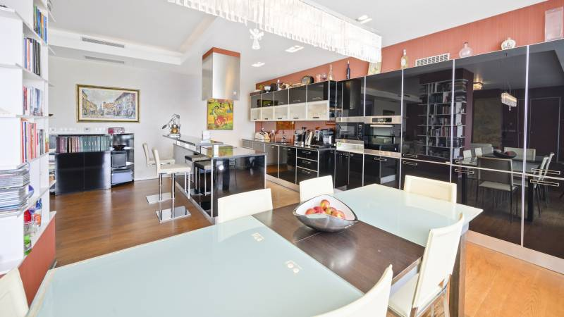 Three bedroom four room luxury apartment for Sale